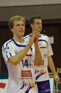 Nicolas Wagener salue le public Waremmien après la victoire contre Gent