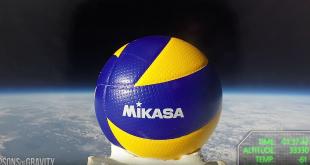Le premier ballon de volley-ball envoyé dans l'espace par les Sons Of Gravity