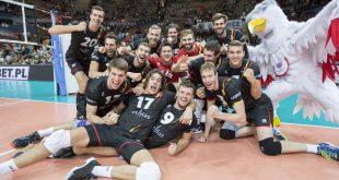 Les Red Dragons après leur victoire écrasante et historique face à l'Italie lors du Championnat d'Europe 2017